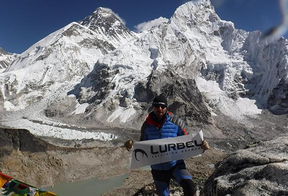 The mountain guide Juan Goyanes tests the anti-odour properties of Lurbel garments in Nepal